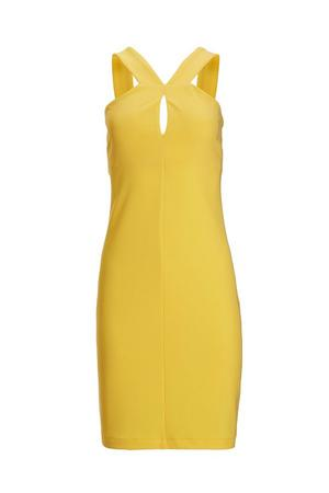 yellow sleeveless keyhole dress.