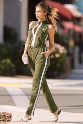 Chic zip jumpsuit