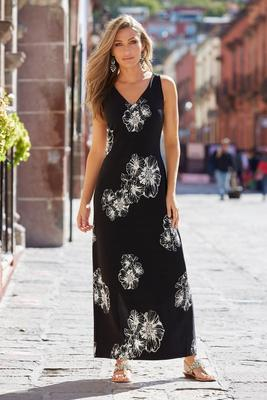 Display product reviews for Beyond travel™ floral v neck maxi dress