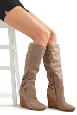 Display product reviews for Cinched Back Wedge Boot