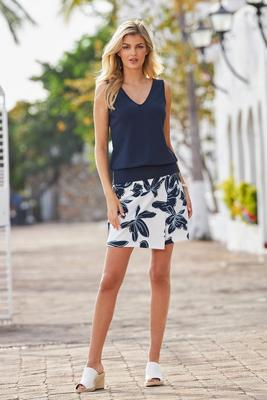 Beyond Travel Hibiscus Floral Classic Skort